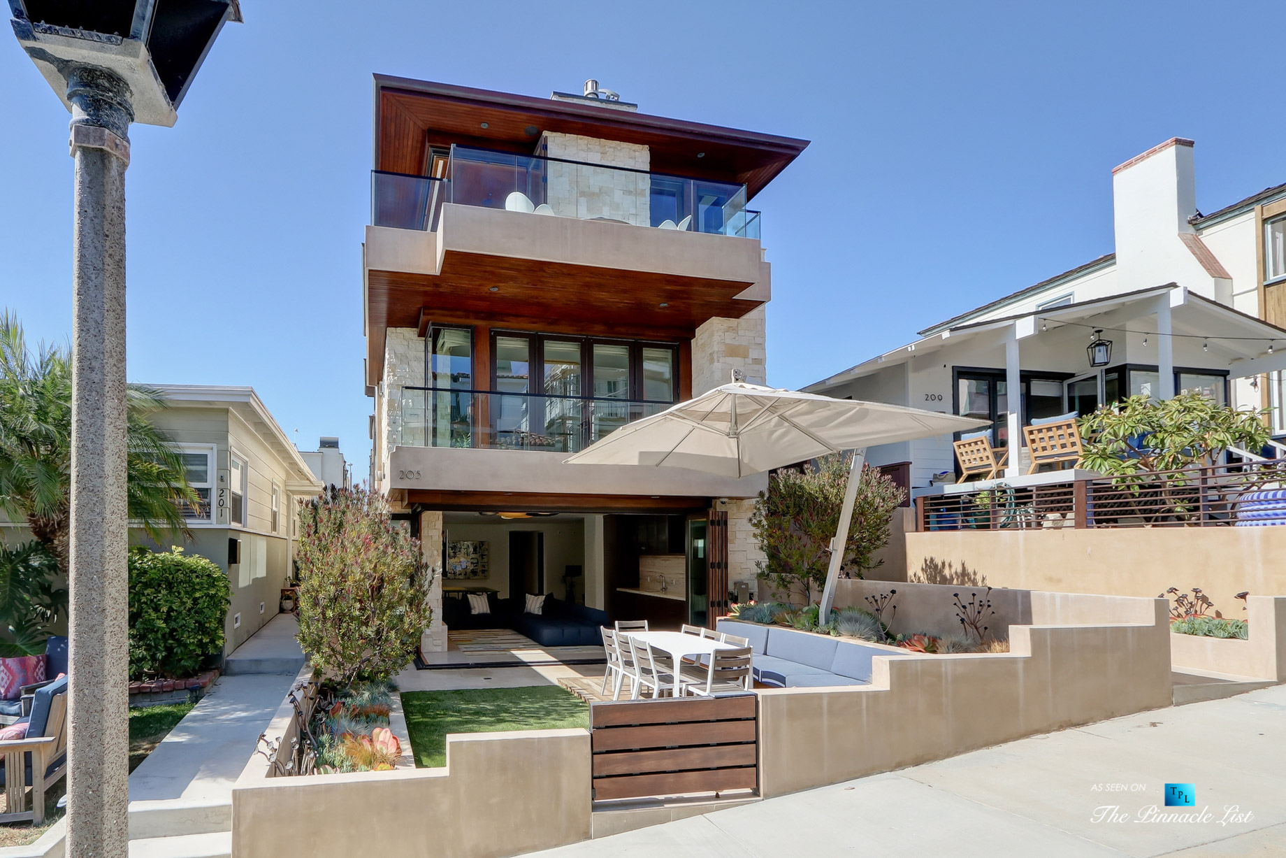 Luxury Real Estate - 205 20th Street, Manhattan Beach, CA, USA - Front Exterior