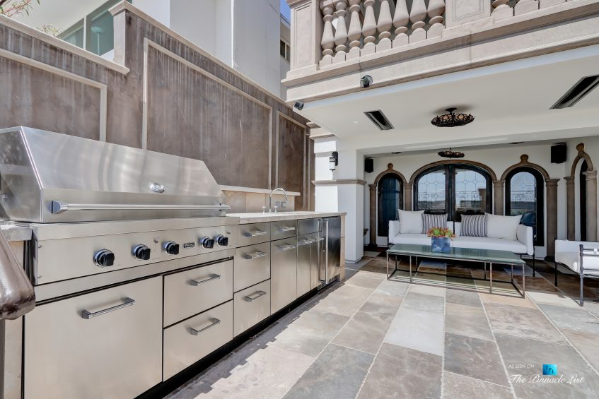 2806 The Strand, Hermosa Beach, CA, USA - Beachfront Covered Patio and Barbecue - Luxury Real Estate - Oceanfront Home