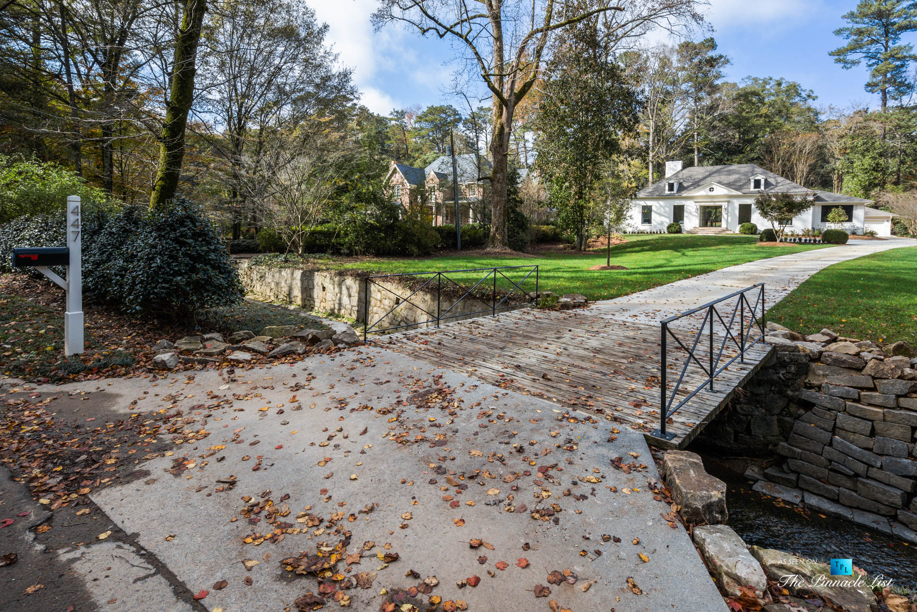 447 Valley Rd NW, Atlanta, GA, USA - Driveway - Luxury Real Estate - Tuxedo Park Home