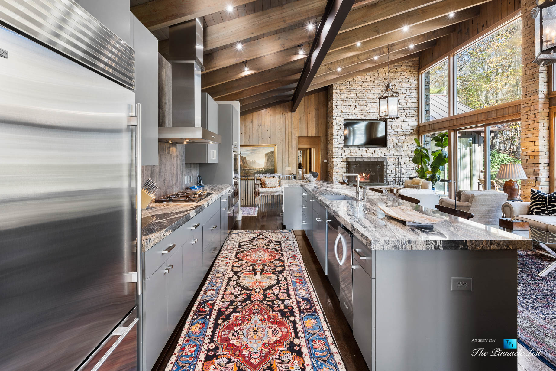 7860 Chestnut Hill Rd, Cumming, GA, USA – Kitchen and Living Room – Luxury Real Estate – Lake Lanier Mid-Century Modern Stone Home