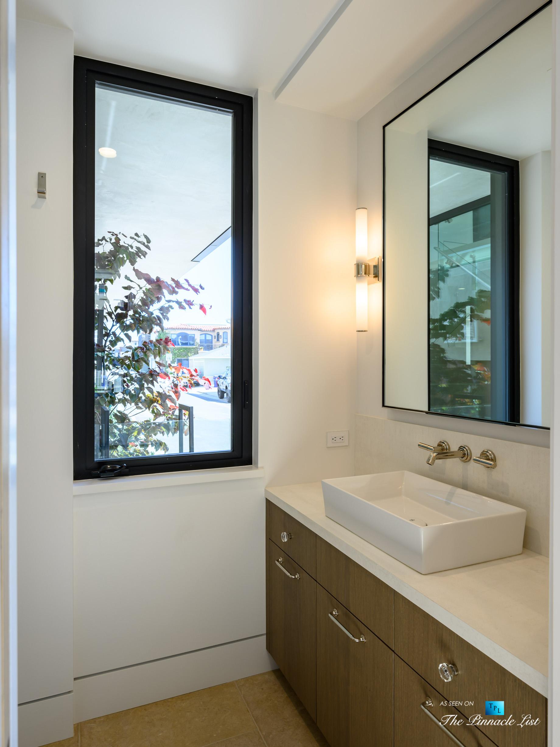 2016 Ocean Dr, Manhattan Beach, CA, USA – Washroom – Luxury Real Estate – Modern Ocean View Home