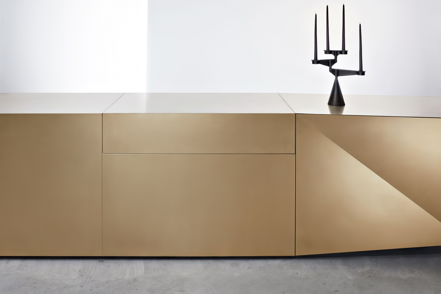 Iconic Steininger FOLD High Tech Kitchen Block Design Inspired by Origami - Hob extractor closed with actuation via motion sensor