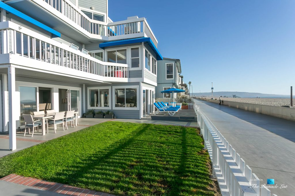 3500 The Strand, Hermosa Beach, CA, USA – Front Yard - Luxury Real Estate – Original 90210 Beach House - Oceanfront Home
