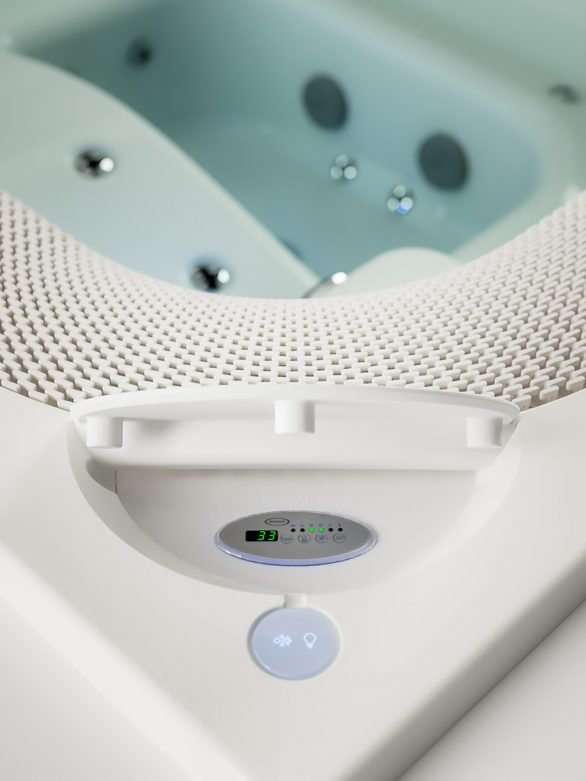 VIRTUS the Ultimate Luxury Hot Tub Hydromassage Spa by Jacuzzi