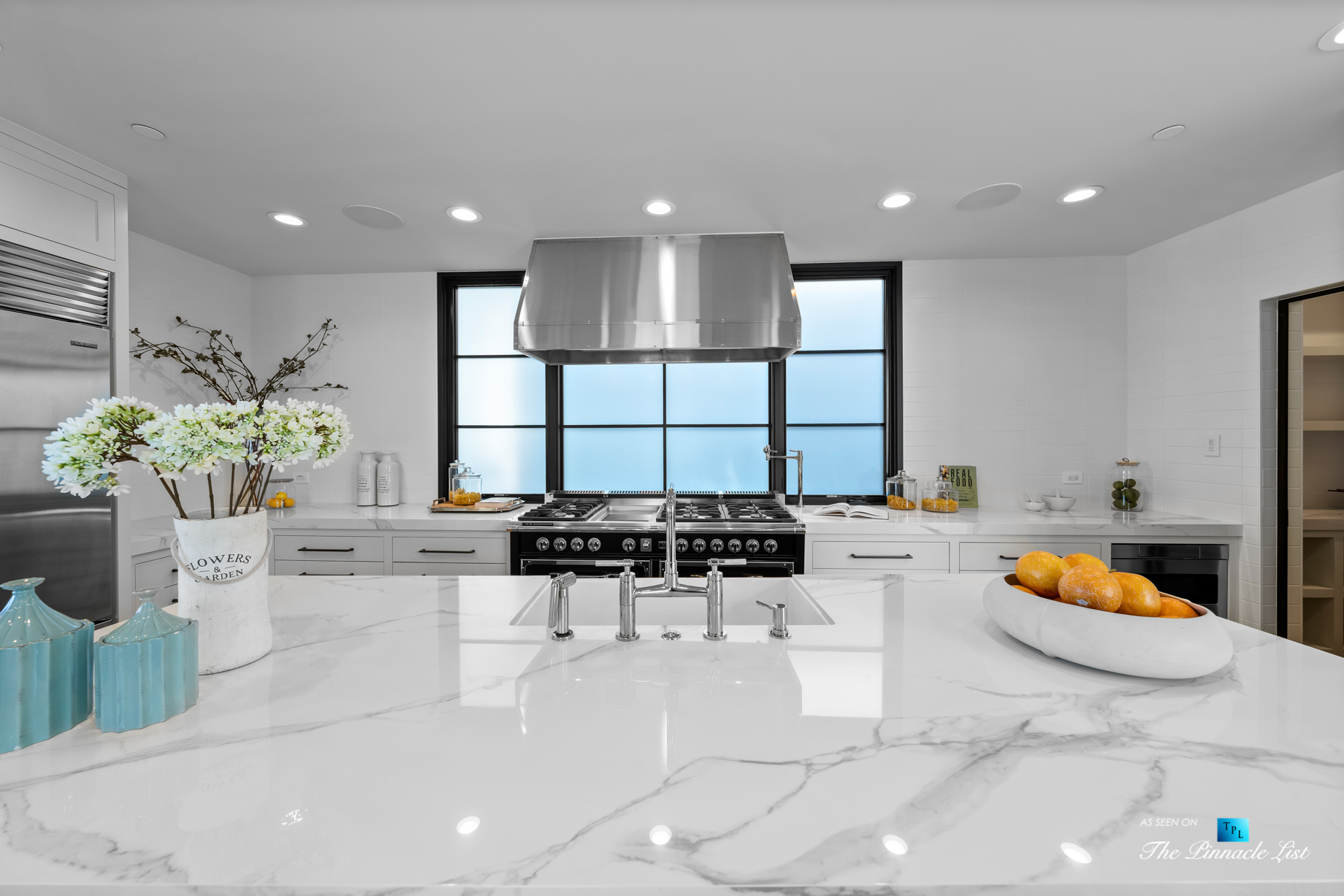 508 The Strand, Manhattan Beach, CA, USA – Kitchen Island Countertop – Luxury Real Estate – Oceanfront Home
