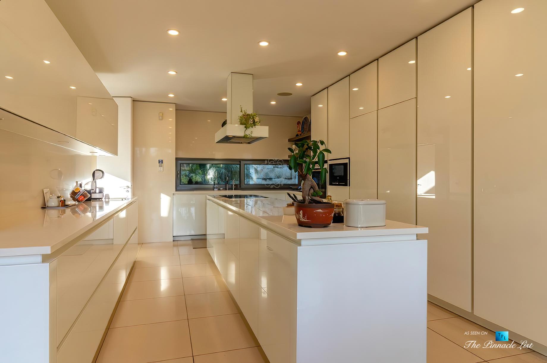 Francelos Beach Luxury T5 Villa – Porto, Portugal – Kitchen – Luxury Real Estate – Modern Home