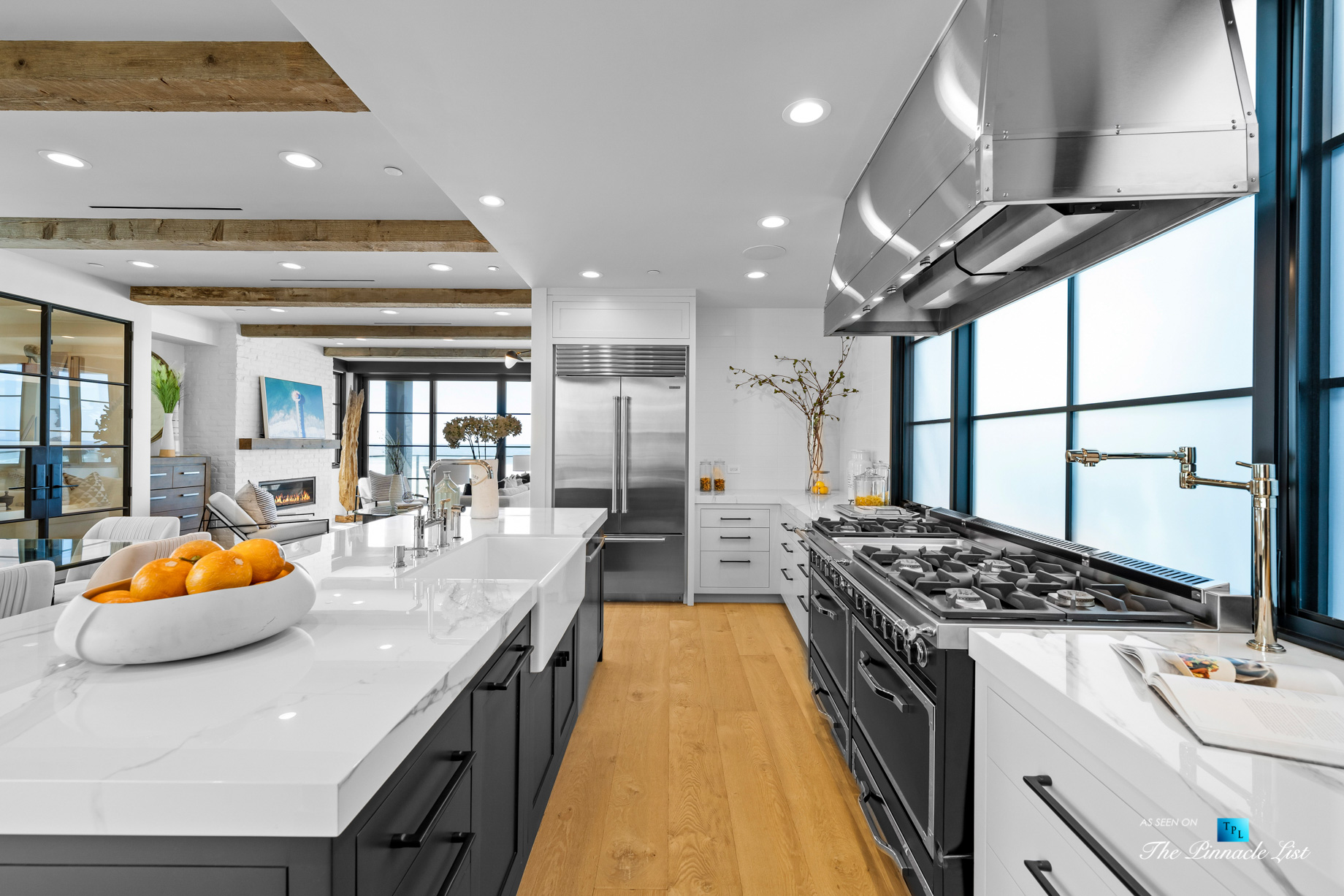 508 The Strand, Manhattan Beach, CA, USA – Kitchen Gas Stoves and Range Hood – Luxury Real Estate – Oceanfront Home