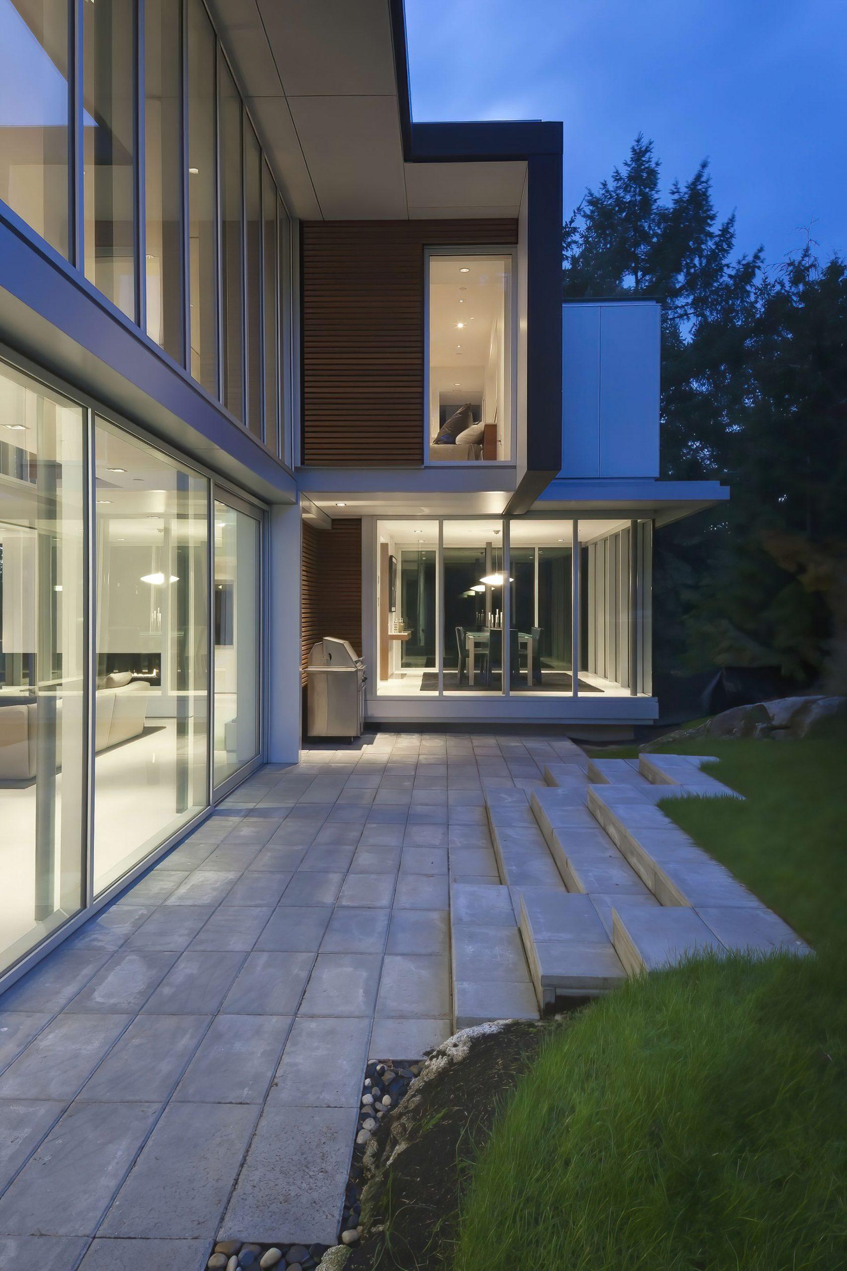 West Coast Modern – 4249 Rockbank Place, West Vancouver, BC, Canada