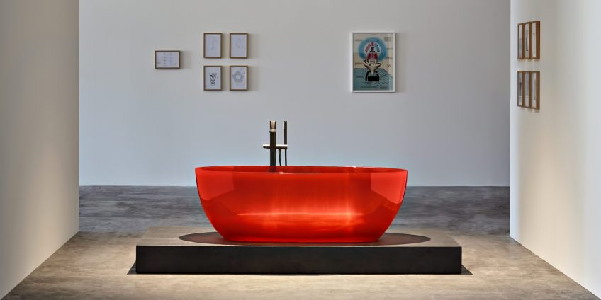 Transparent REFLEX Cristalmood Resin Luxury Bathtub by AL Studio - Sangria