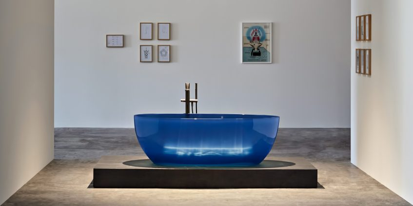 Transparent REFLEX Cristalmood Resin Luxury Bathtub by AL Studio - Cobalto