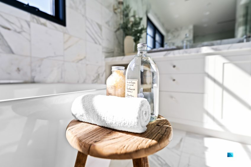 508 The Strand, Manhattan Beach, CA, USA - Master Bathroom Showcase Interior - Luxury Real Estate - Oceanfront Home