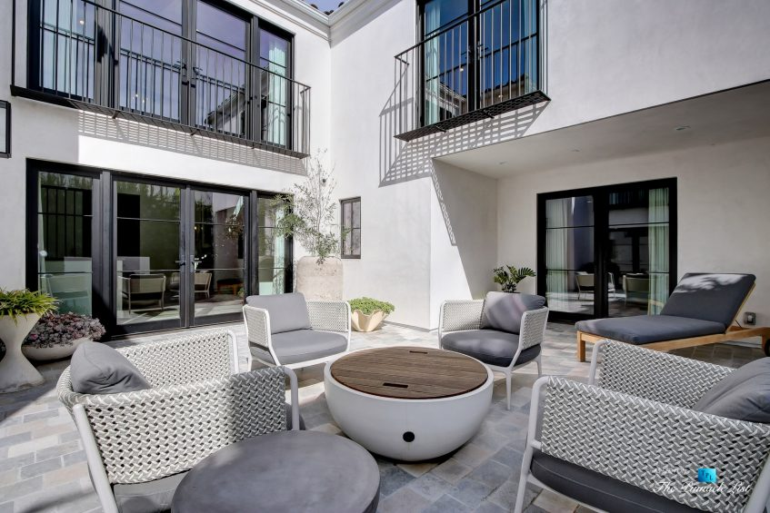 825 Highview Ave, Manhattan Beach, CA, USA - Private Exterior Courtyard - Luxury Real Estate - Modern Spanish Home
