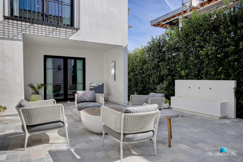 825 Highview Ave, Manhattan Beach, CA, USA - Private Exterior Yard - Luxury Real Estate - Modern Spanish Home