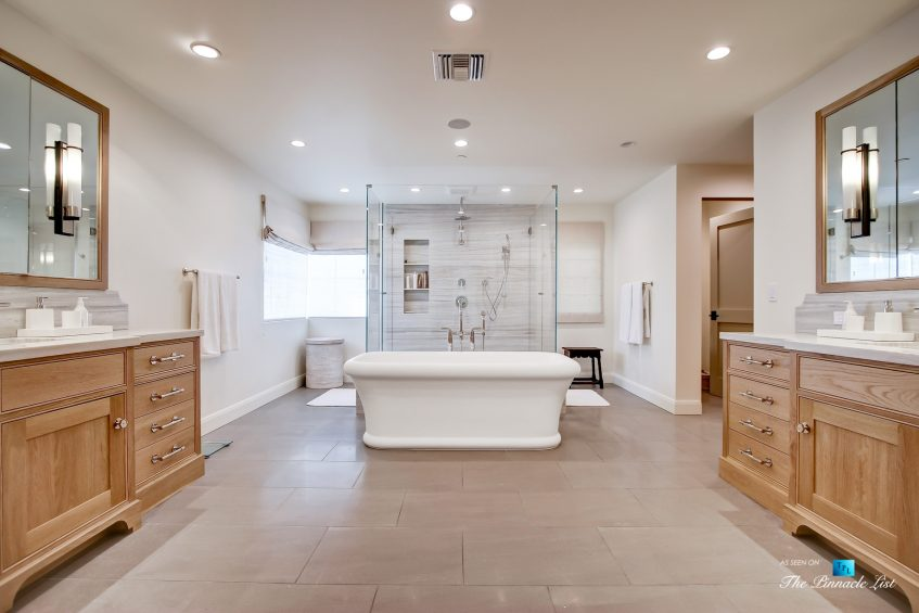 825 Highview Ave, Manhattan Beach, CA, USA - Master Bathroom Suite - Luxury Real Estate - Modern Spanish Home