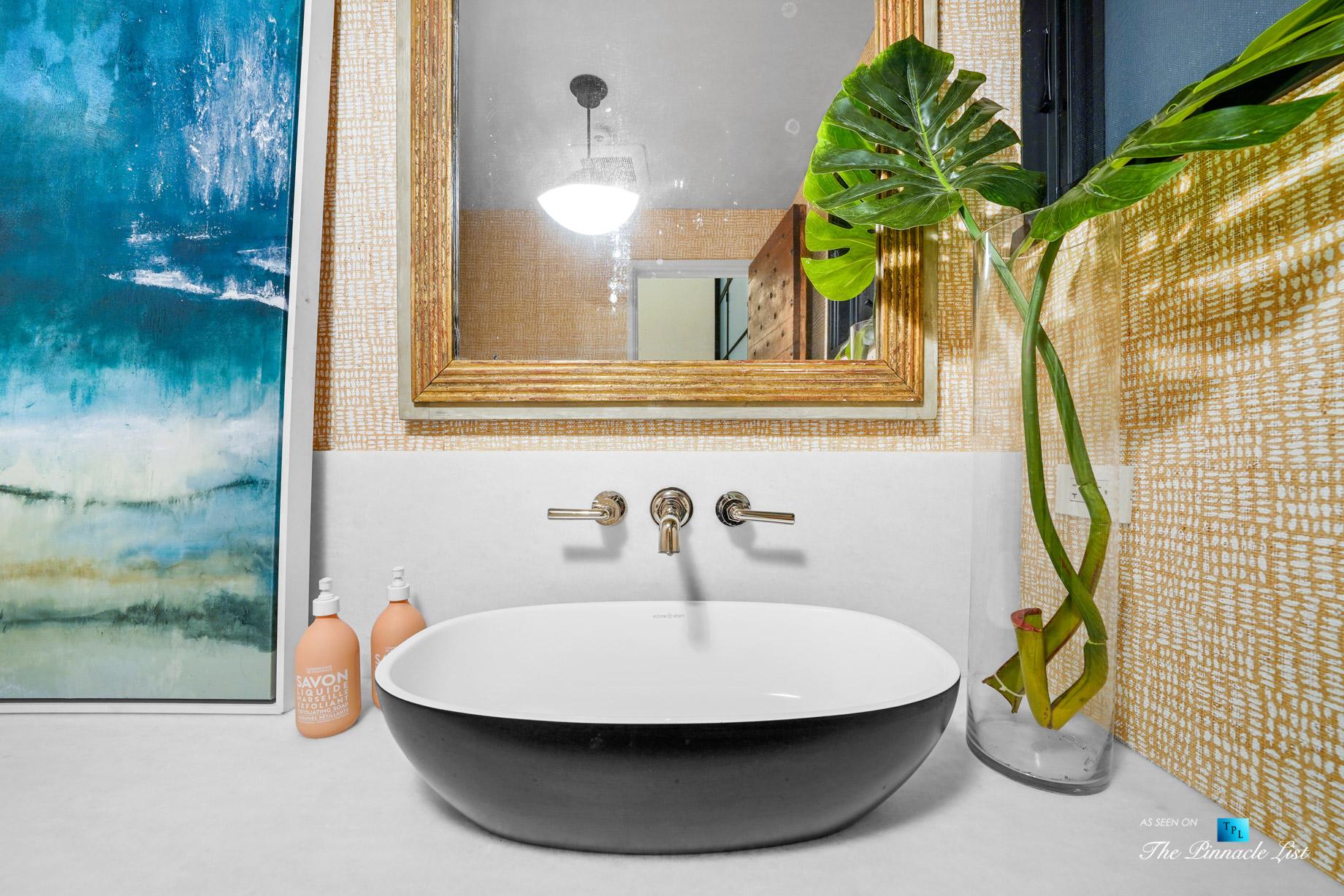 508 The Strand, Manhattan Beach, CA, USA - Luxurious Entry Washroom - Luxury Real Estate - Oceanfront Home