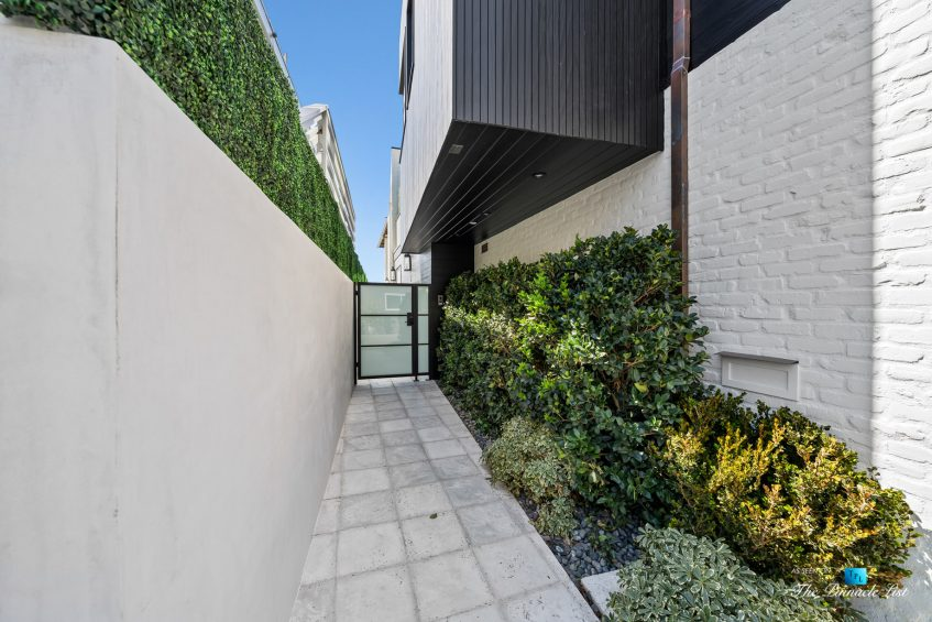508 The Strand, Manhattan Beach, CA, USA - Side Entrance - Luxury Real Estate - Oceanfront Home