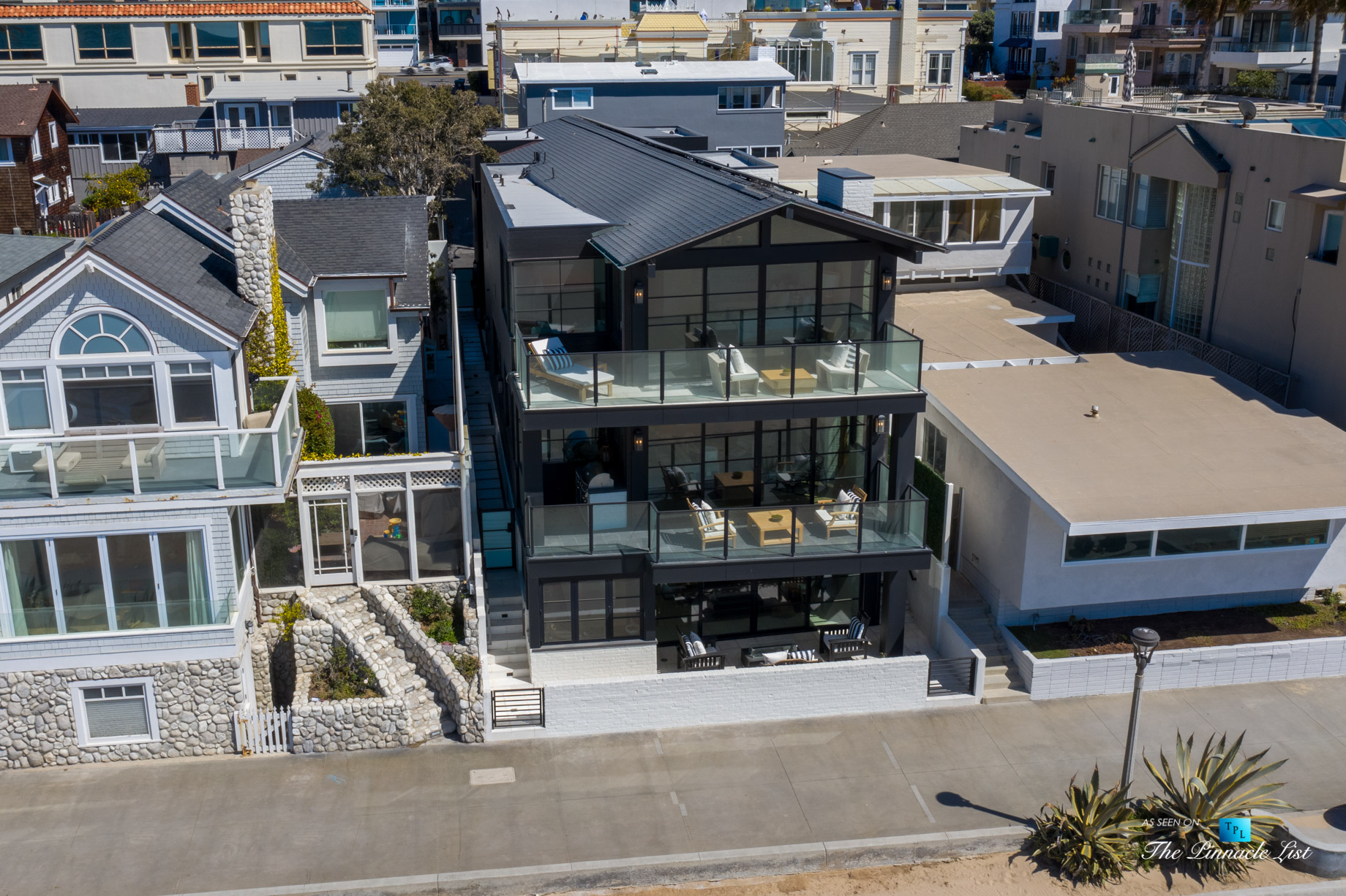 508 The Strand, Manhattan Beach, CA, USA – Exterior Front Drone View – Luxury Real Estate – Oceanfront Home