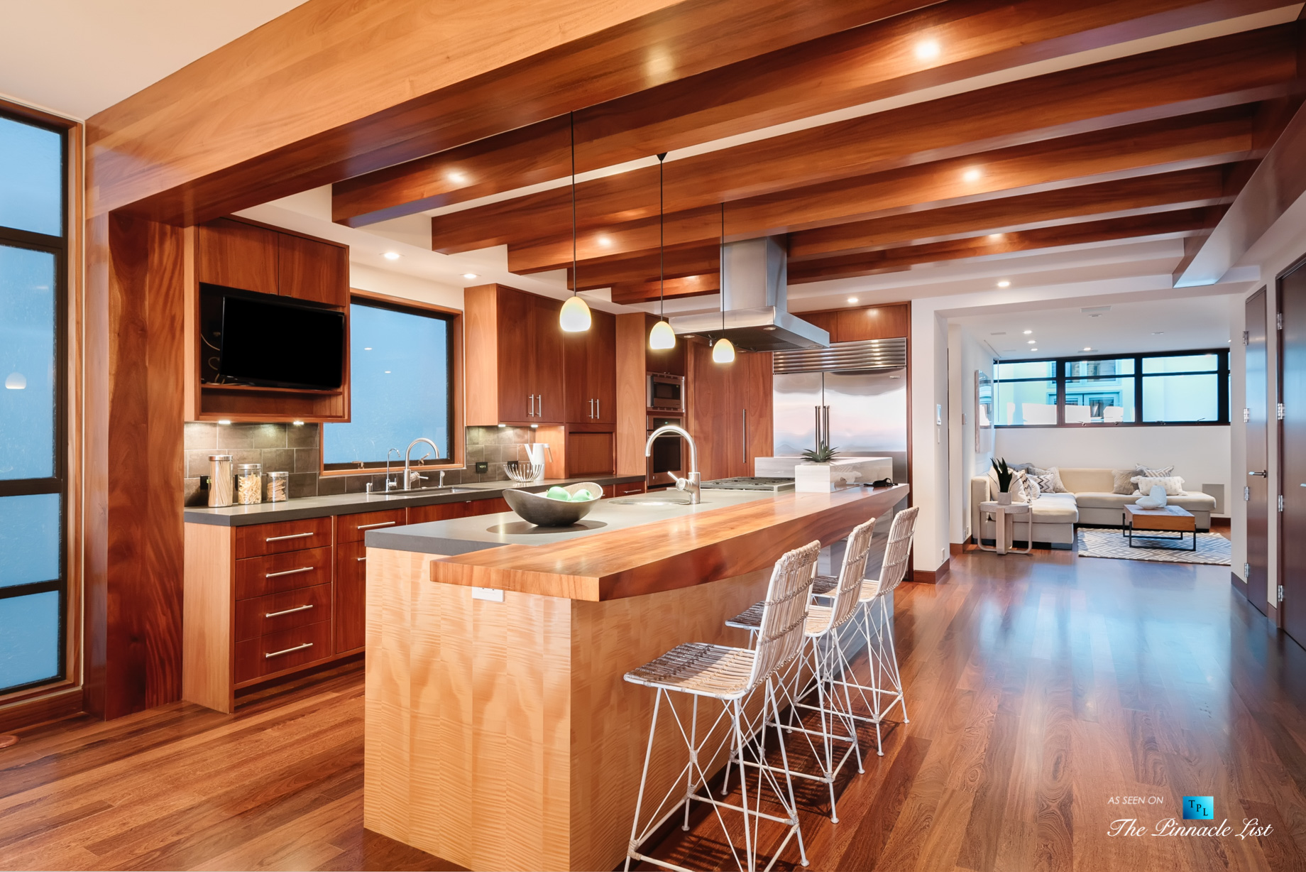 732 The Strand, Hermosa Beach, CA, USA – Kitchen and Family Room