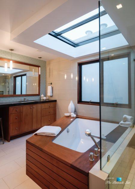 732 The Strand, Hermosa Beach, CA, USA - Master Bathroom