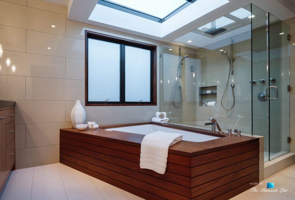 732 The Strand, Hermosa Beach, CA, USA - Master Bathroom Tub