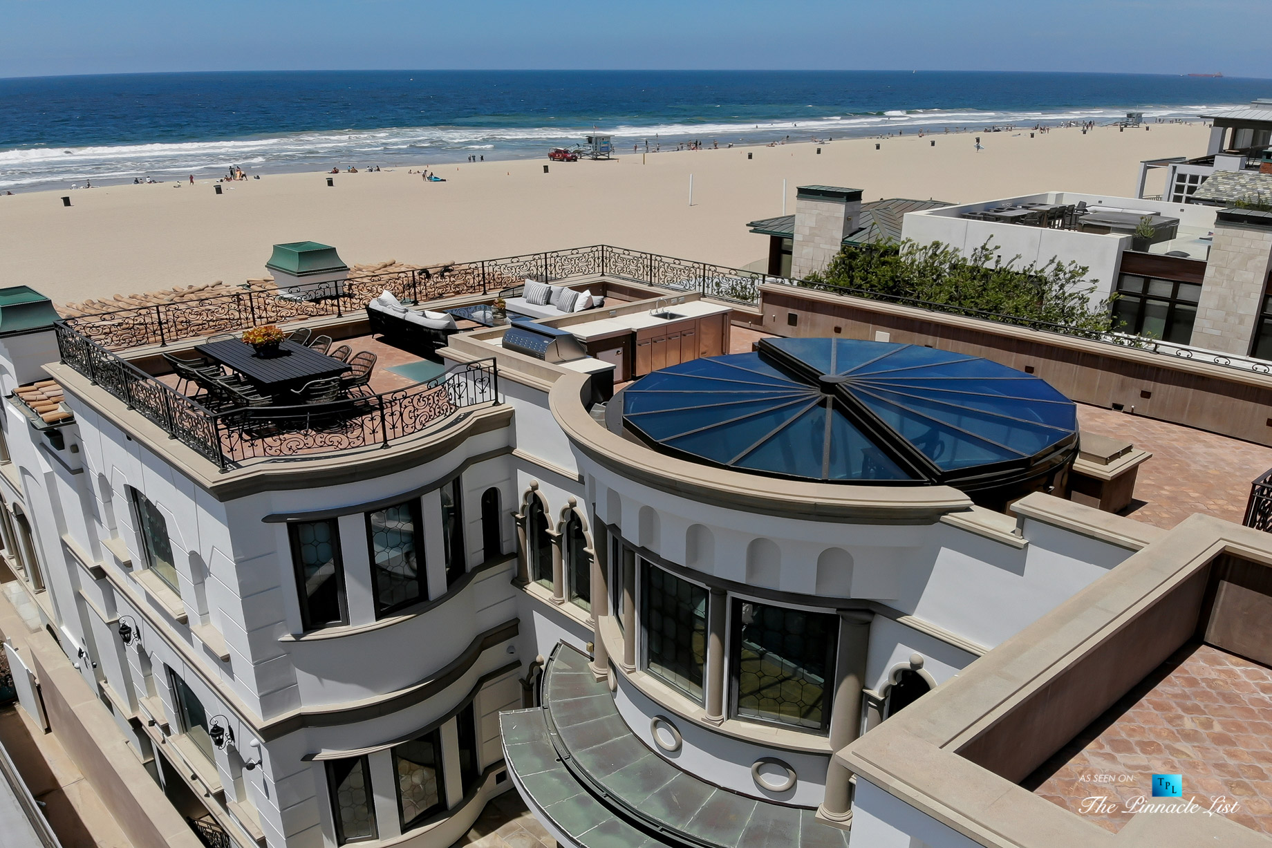 Oceanfront Luxury Living Exemplified - 2806 The Strand, Hermosa Beach, CA, USA - Rooftop Deck