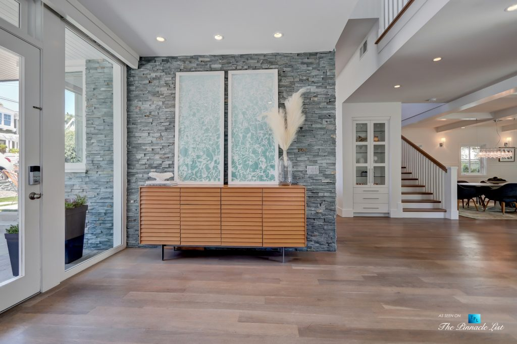 Tree Section Modern Farmhouse - 570 27th Street, Manhattan Beach, CA, USA - Entrance Foyer