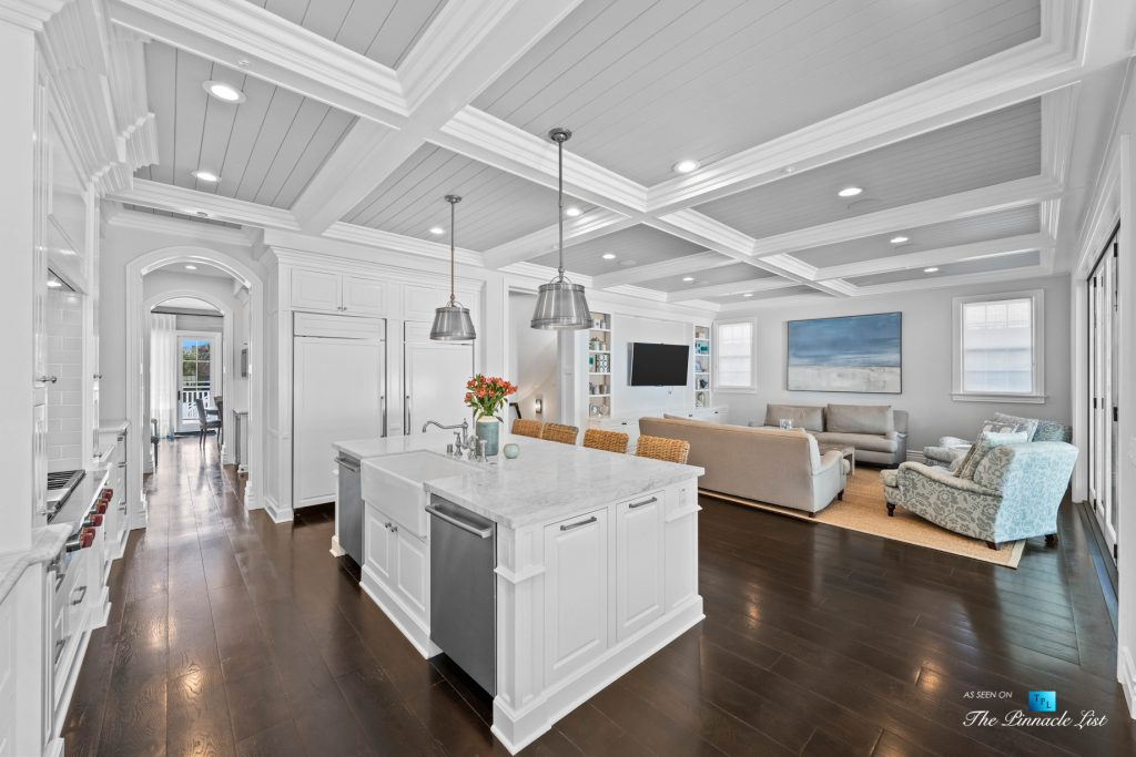 1412 Laurel Ave, Manhattan Beach, CA, USA - Kitchen and Living Room