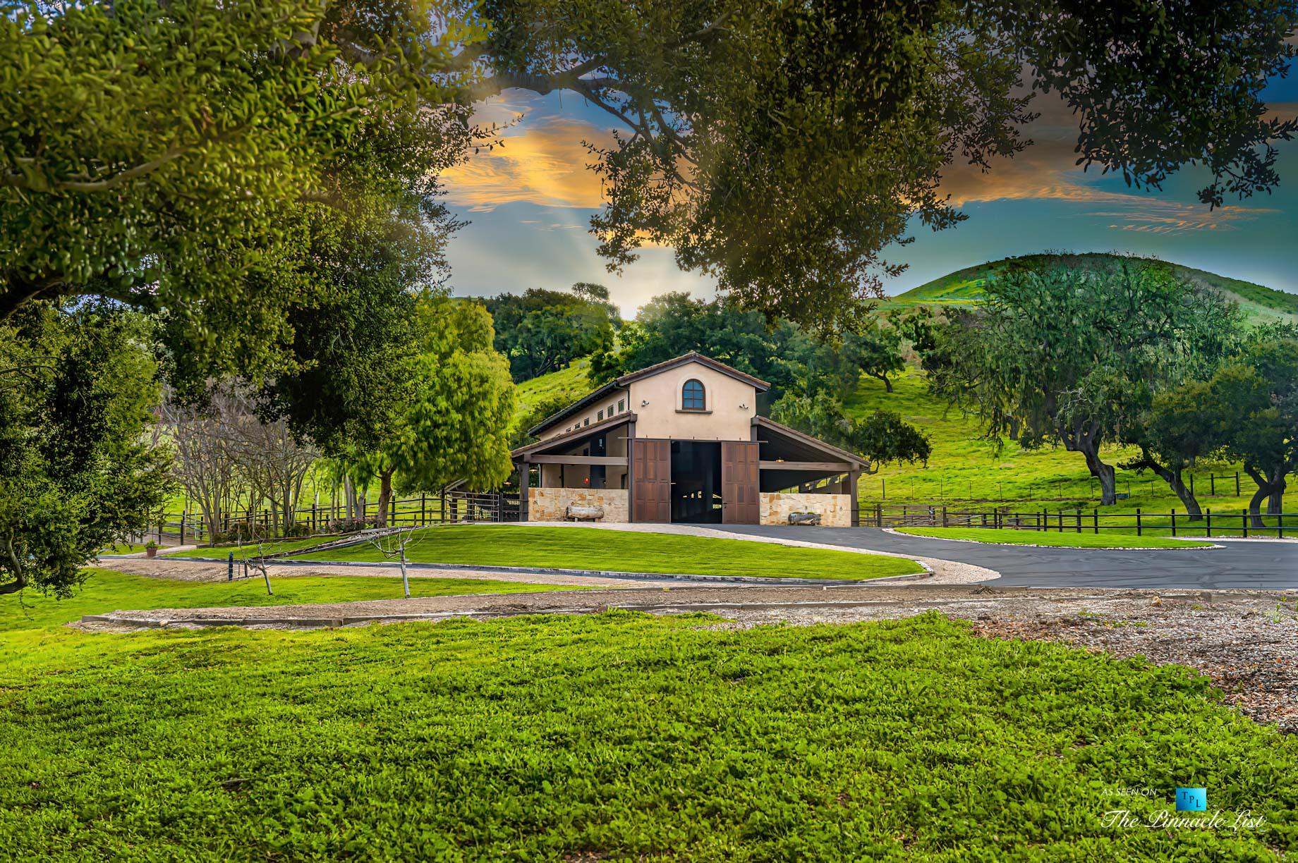 2667 Via De Los Ranchos, Los Olivos, CA, USA – Barn Sunset
