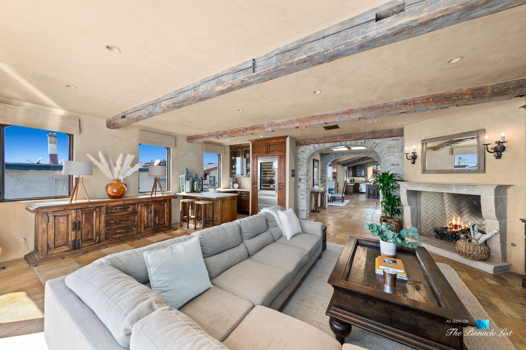 216 7th St, Manhattan Beach, CA, USA – Luxury Real Estate – Coastal Villa Home – Living Room with Summer Kitchen