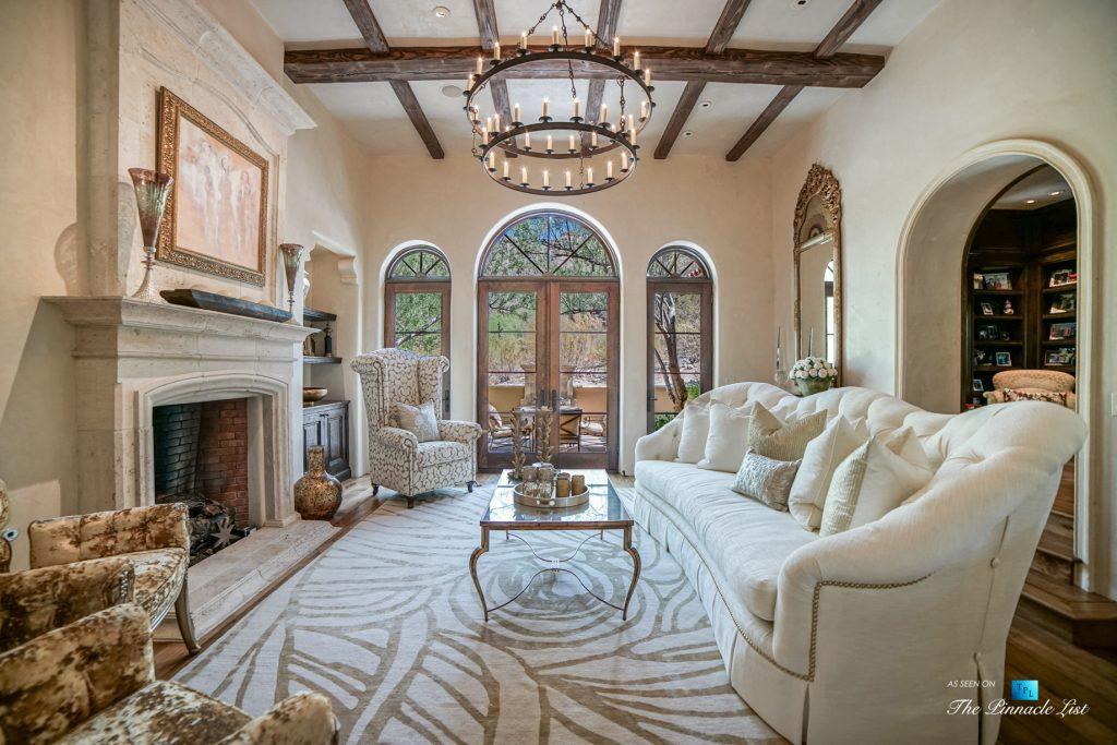 Spanish Colonial Biltmore Mountain Estate - 6539 N 31st Pl, Phoenix, AZ, USA - Living Room
