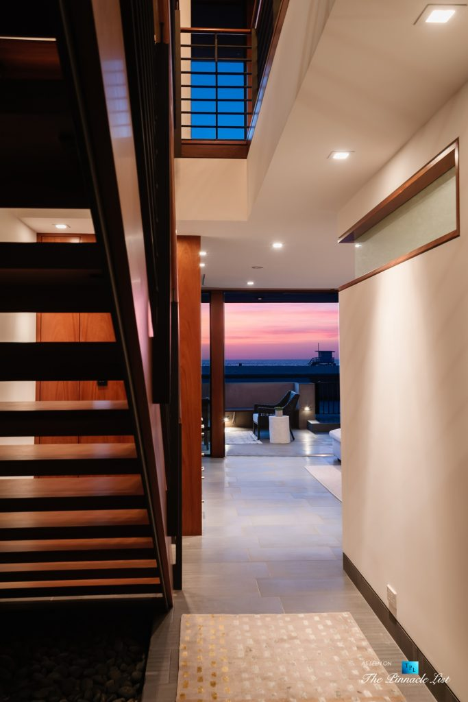 732 The Strand, Hermosa Beach, CA, USA - Hallway Oceanview Sunset