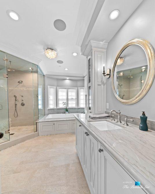 1412 Laurel Ave, Manhattan Beach, CA, USA - Master Bathroom