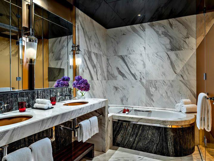 Regent Shanghai Pudong Luxury Hotel - Shanghai, China - Deluxe Bathroom