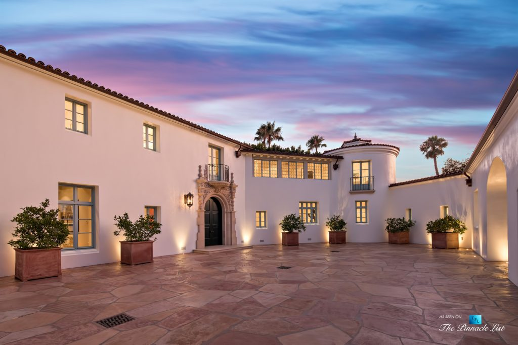 Hollywood Hills Luxury Estate - 9240 Robin Dr, Los Angeles, CA, USA - Night Courtyard View
