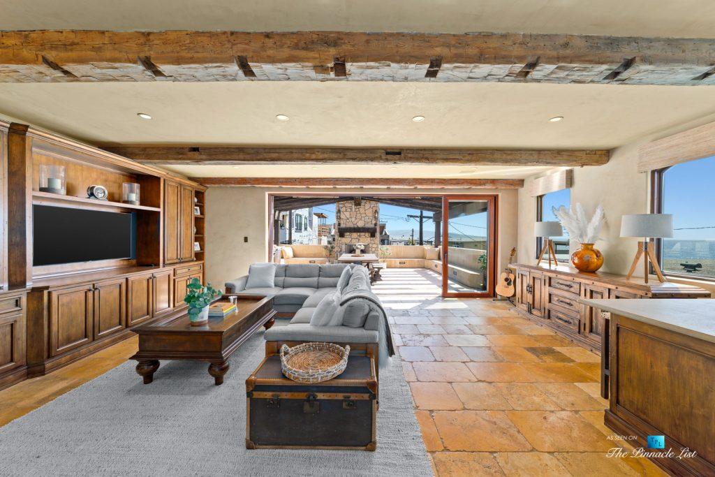 Authentic Luxury Coastal Villa - 216 7th St, Manhattan Beach, CA, USA - Living Room