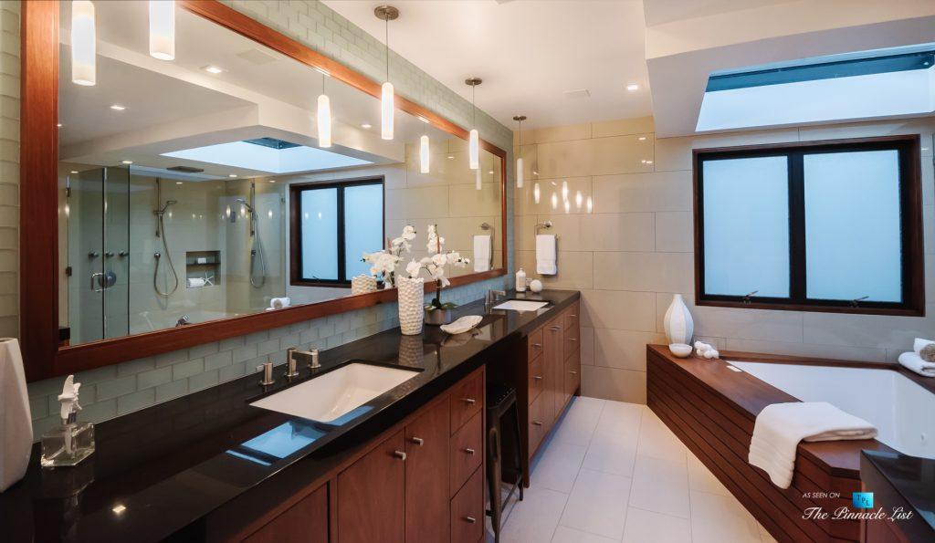 Modern Oceanfront Coastal Living - 732 The Strand, Hermosa Beach, CA, USA - Master Bathroom