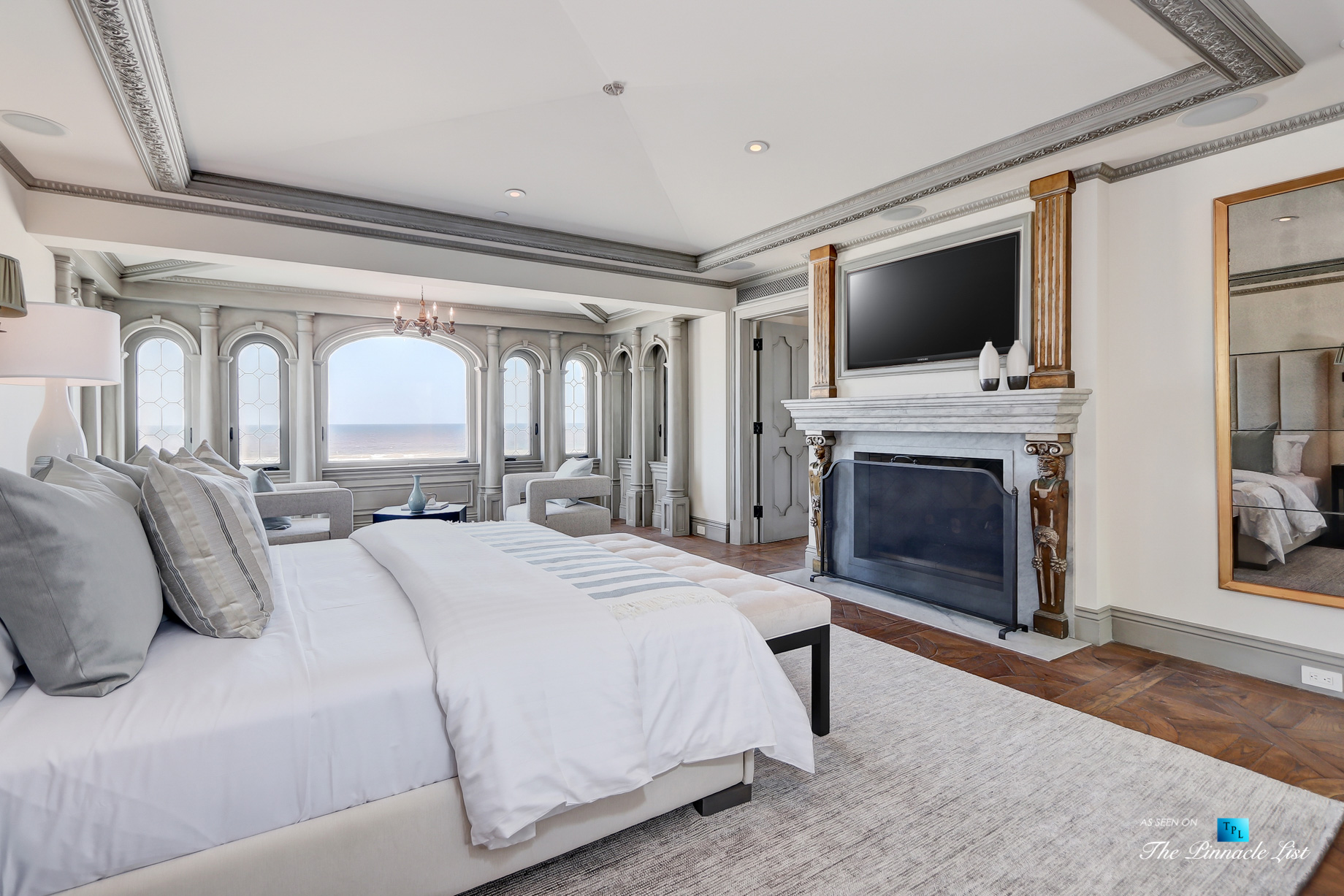 Oceanfront Luxury Living Exemplified - 2806 The Strand, Hermosa Beach, CA, USA - Master Bedroom