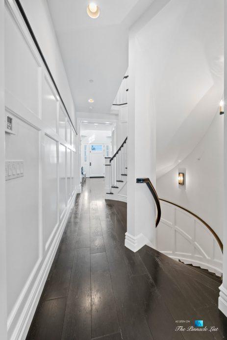 1412 Laurel Ave, Manhattan Beach, CA, USA - Hallway