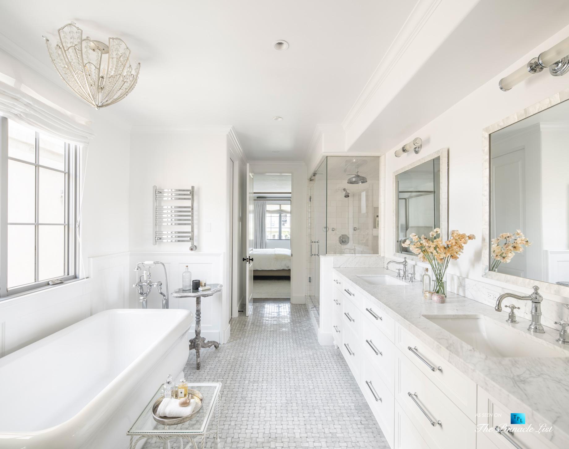 Exquisite Luxury Walk Street Home - 220 8th St, Manhattan Beach, CA, USA - Master Bathroom