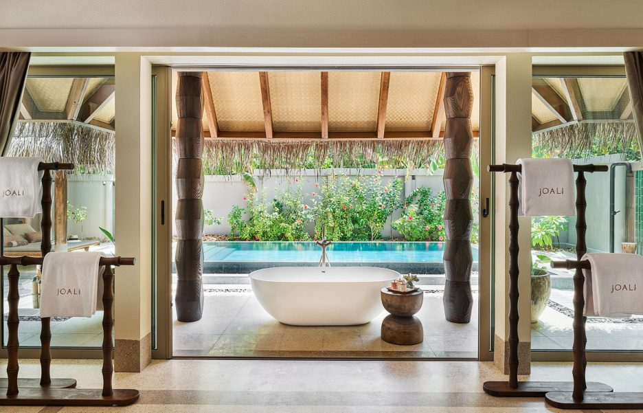 Joali Maldives Luxury Resort - Muravandhoo Island, Maldives - Beachfront Villa Bathtub