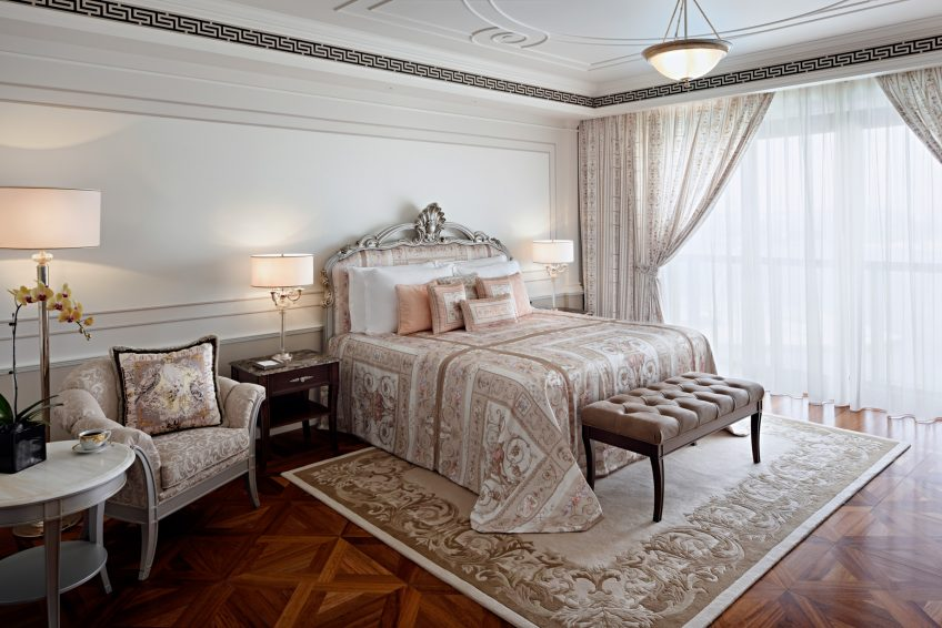 Palazzo Versace Dubai Hotel - Jaddaf Waterfront, Dubai, UAE - Grand Suite Bedroom