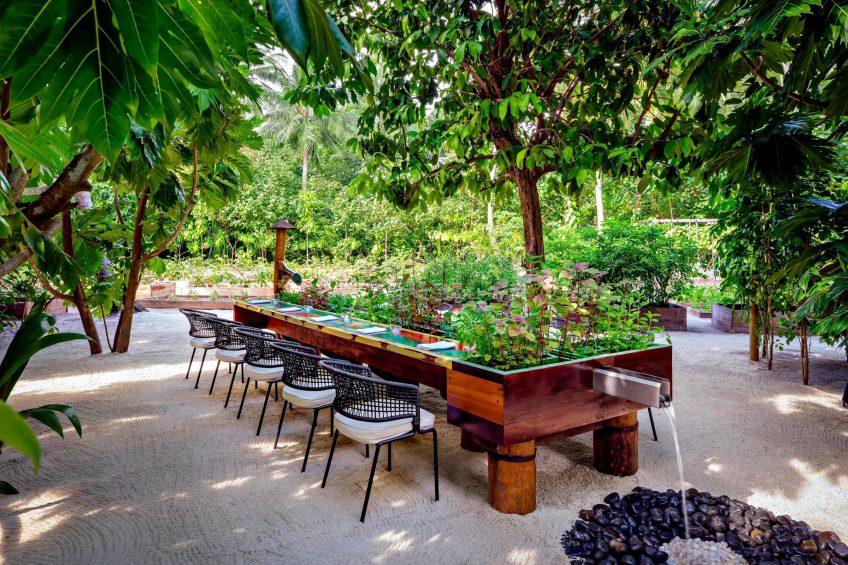 The St. Regis Maldives Vommuli Luxury Resort - Dhaalu Atoll, Maldives - Elements Dining Table