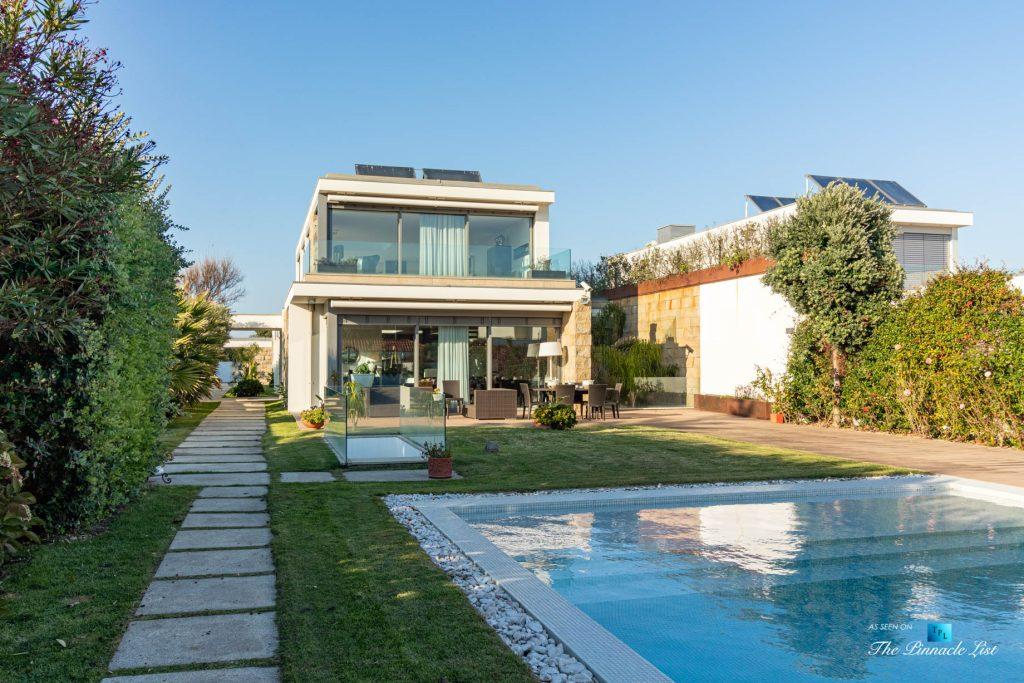 Francelos Beach T5 Luxury Villa - Vila Nova de Gaia, Porto, Portugal - Backyard Pool