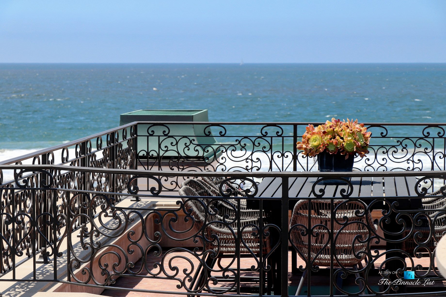 Oceanfront Luxury Living Exemplified - 2806 The Strand, Hermosa Beach, CA, USA - Rooftop Deck Dining