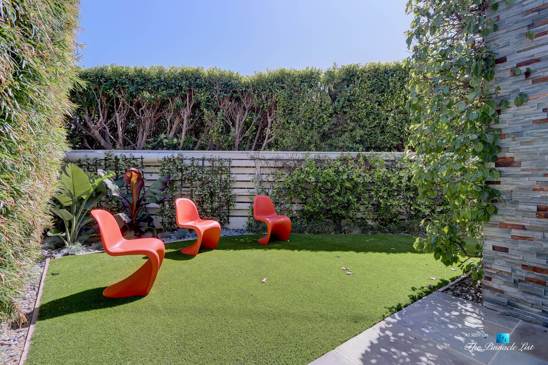 Tree Section Modern Farmhouse - 570 27th Street, Manhattan Beach, CA, USA - Backyard Seating