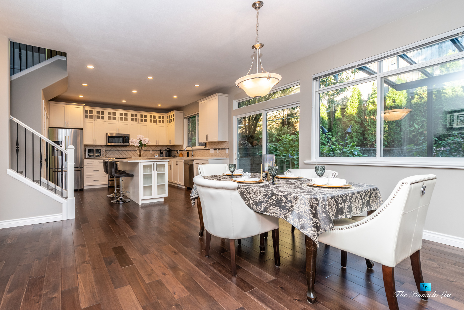 2366 Sunnyside Rd, Anmore, BC, Canada – Dining Room and Kitchen