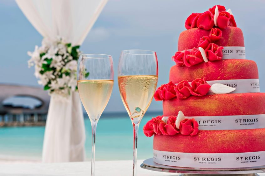 The St. Regis Maldives Vommuli Luxury Resort - Dhaalu Atoll, Maldives - Wedding Cake