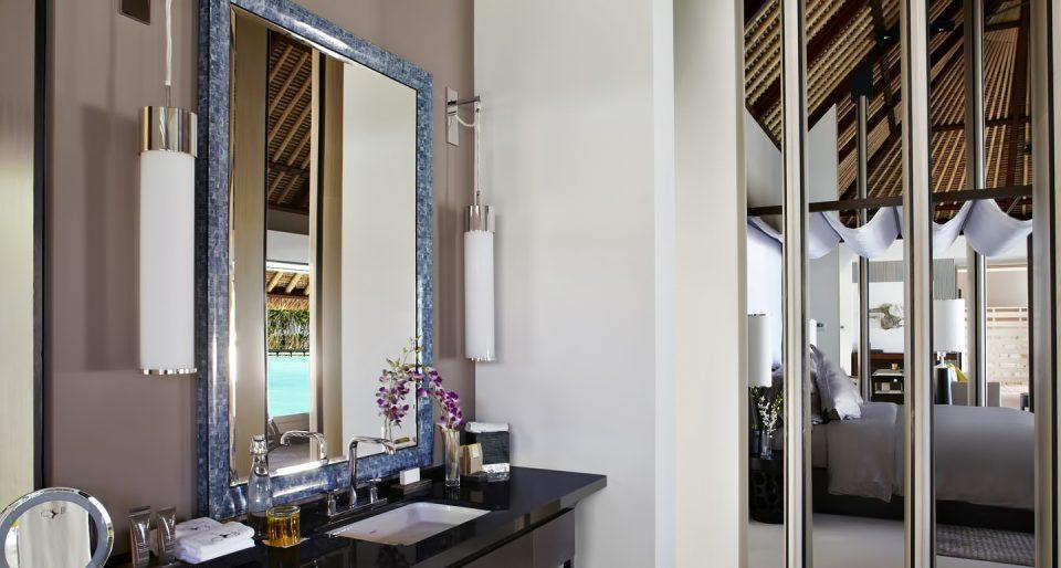 Cheval Blanc Randheli Luxury Resort - Noonu Atoll, Maldives - Overwater Villa Bathroom