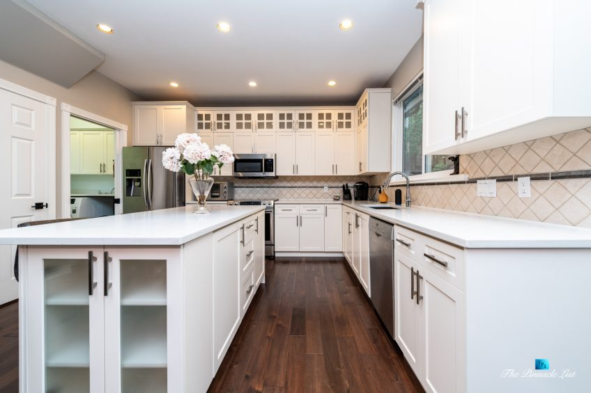 2366 Sunnyside Rd, Anmore, BC, Canada - Kitchen