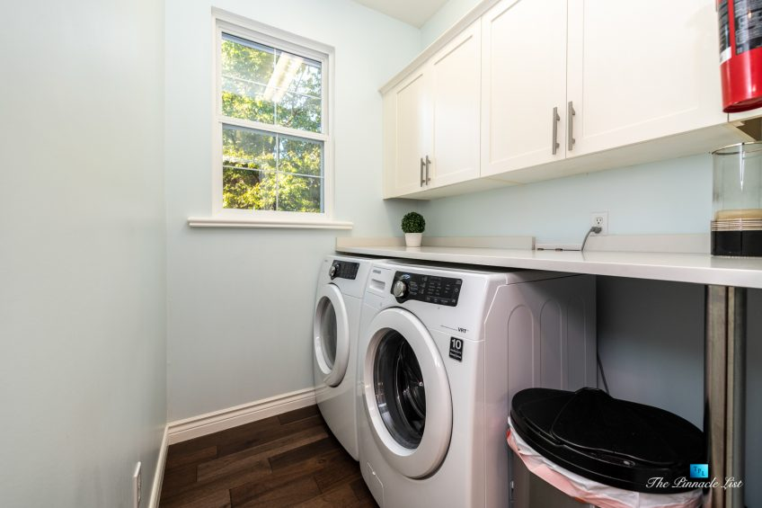 2366 Sunnyside Rd, Anmore, BC, Canada - Laundry Room